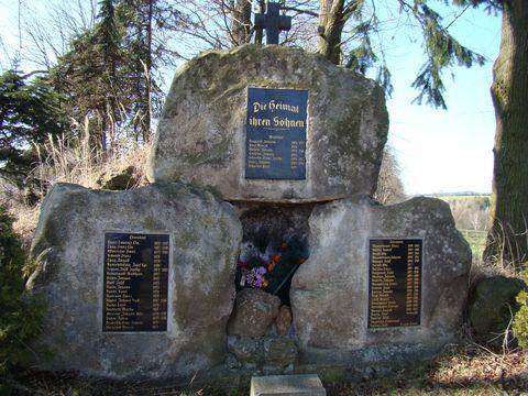 památník v Hybrálci