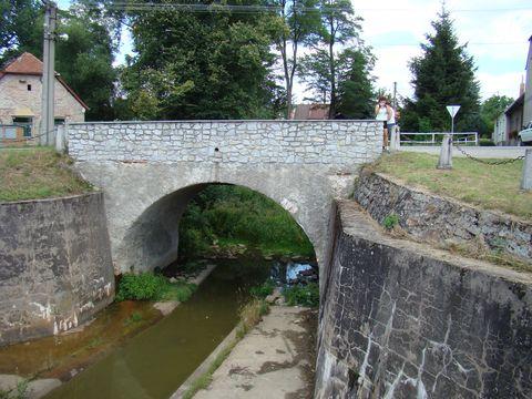 písní opěvovaná výpust rybníka-boąilecký mostek