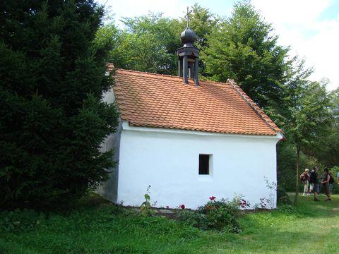 kaplička v Oseku