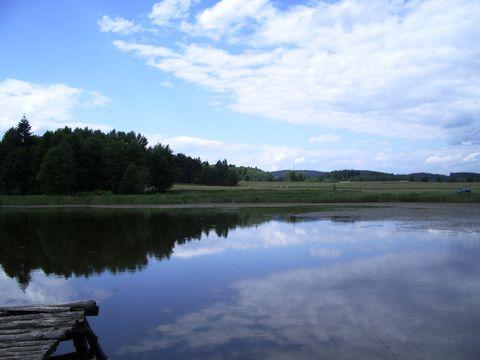 pohled na Javořici přes rybník Romantika