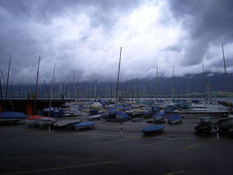 dramatická oblaka nad Neuchatelským jezerem