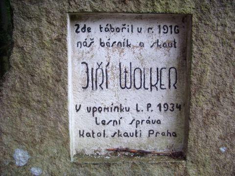 památník na začátku trasy