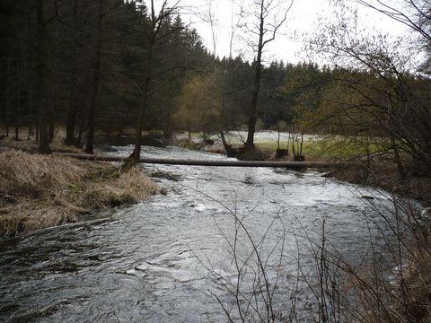jaro přichází k řece