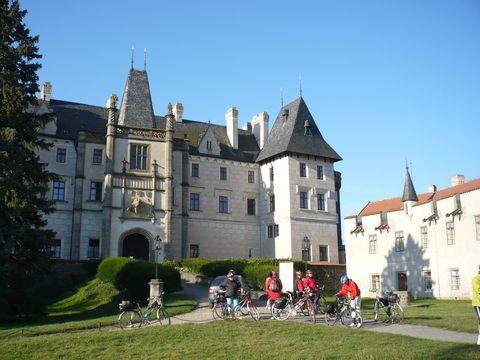nádvoří zámku Zleby