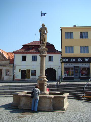 socha rytíře Rolanda na vlaąimském náměstí