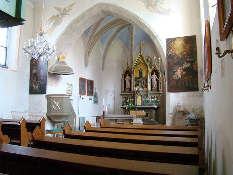 interiér kostela Nanebevzetí Panny Marie v Číhosti