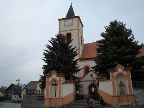kostel sv. Jakuba v Kasejovicích z náměstí