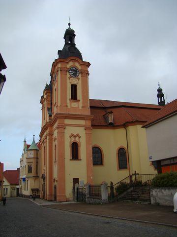 chrám sv. Jana Nepomuckého je na místě, kde stával světcův rodný dům