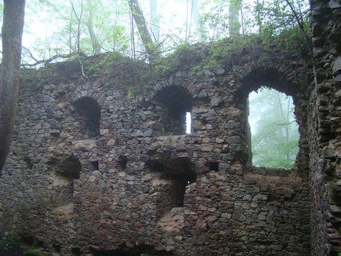 zřícenina hradu Nový Herstejn