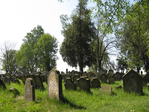 v Úsově je tisíc náhrobků
