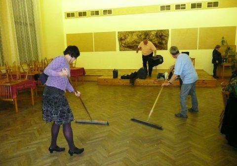 úklid sálu