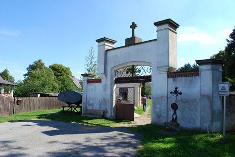 hřbitov ve Svatém Kříži