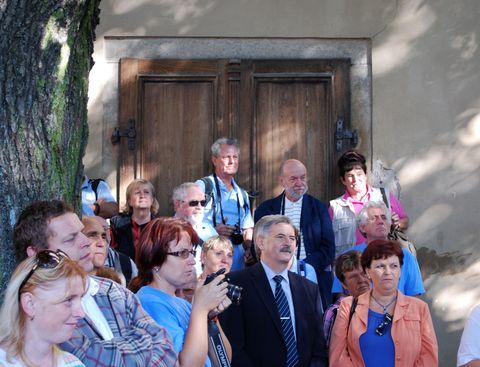 účastníci slavnosti pozorně sledovali program
