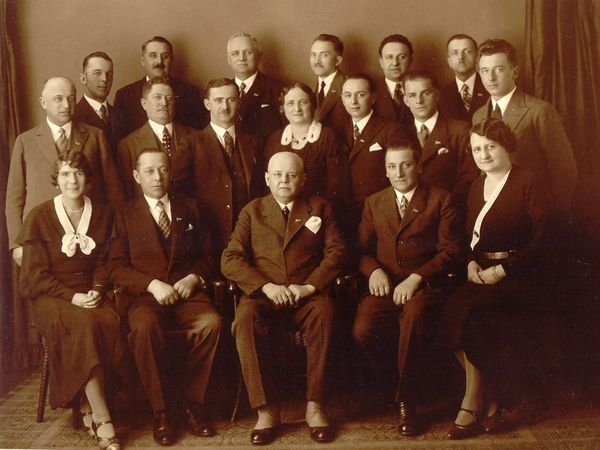 výbor Turistického klubu Čeřínek s předsedou Srdínkem, rok 1933