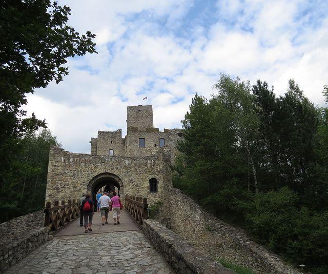 vstupní brána hradu Strečno