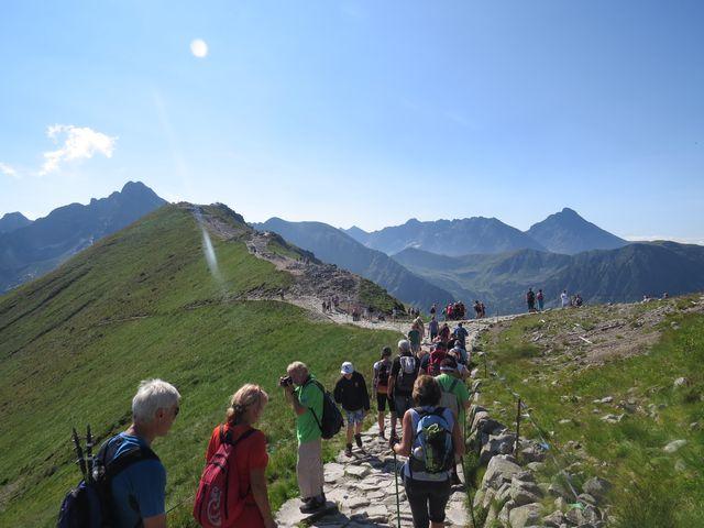 Jasprový vrch - vlevo Svinica, vpravo Kriváň