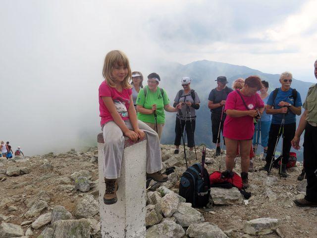 na vrchol Kondratové kopy přitáhla na chvíli mlha