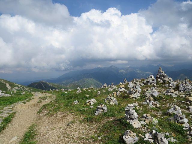 skalní město mužíků na vrcholu Kresanice