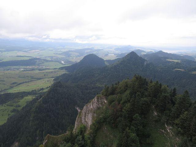 stojíme na nejvyšším vrcholu Tří Korun - je ve výšce 982 metrů