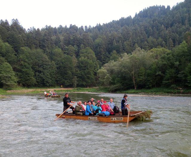 plavba z Červeného kláštera do Lesnice trvá asi dvě hodiny