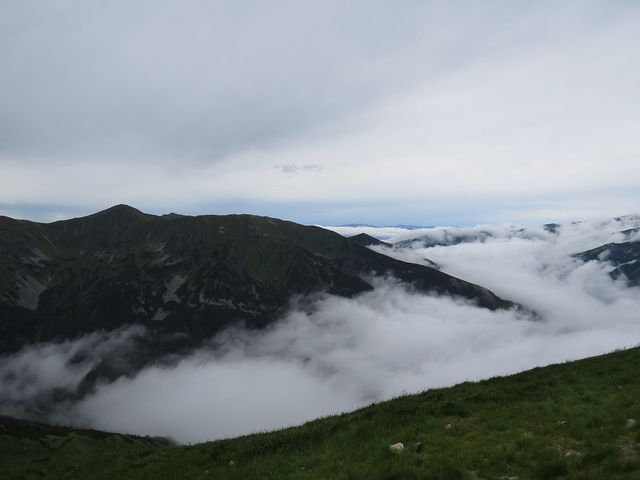 mlha nad Tichou dolinou