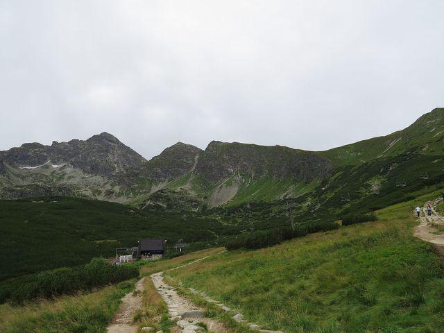 zelené Laliové sedlo odděluje Vysoké Tatry od Západních, tedy Červených vrchů, Roháčů atd.