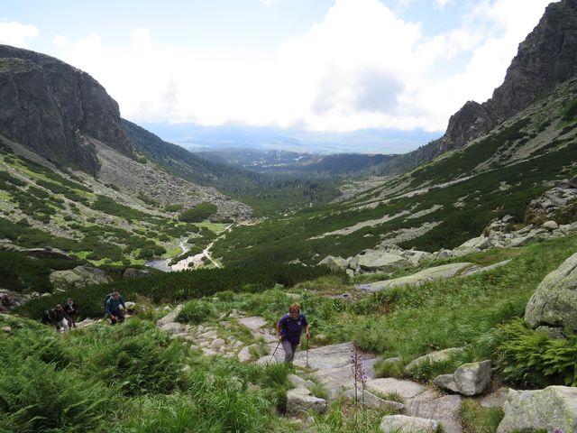 výstup na další terasu Mlynické doliny