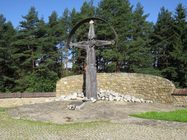 je tu pochováno 6500 vojáků, kteří padli na Slovensku v letech 1939-1945