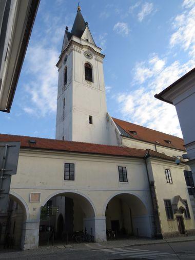věž kostela sv. Jiljí a Panny Marie Královny nebes v Třeboni