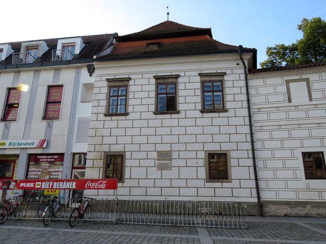 jeden z historických domů na třeboňském hlavním náměstí