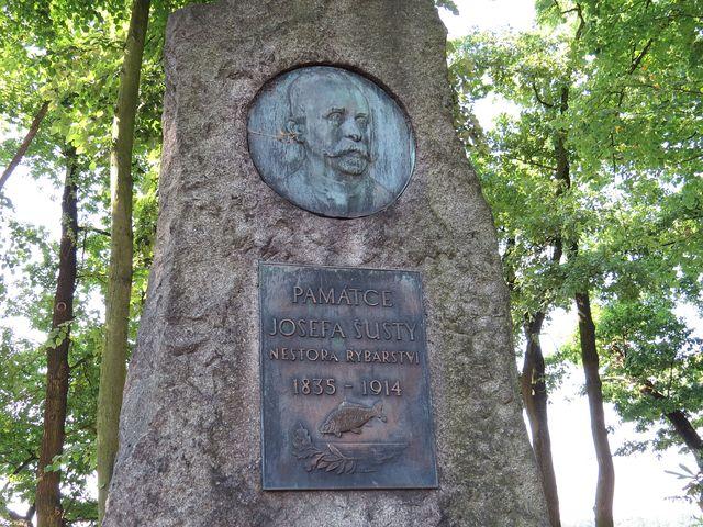 detail pomníku