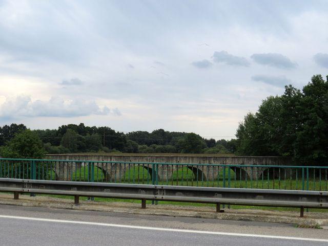 kamenný most přes Lužnici u Staré Hlíny