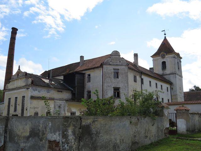 renesanční zámek byl přestavěn z gotické tvrze