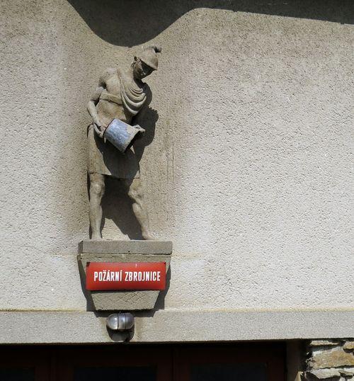na rodinném domku v Jdousově jsme objevili sochu sv. Floriánka; www.svatosi.cz