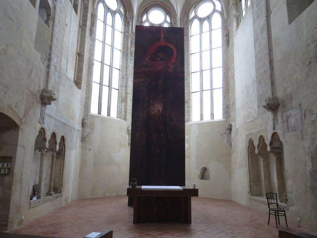 kostel Povýšení sv. Kříže s grafikou Bohuslava Reynka; www.svatosi.cz