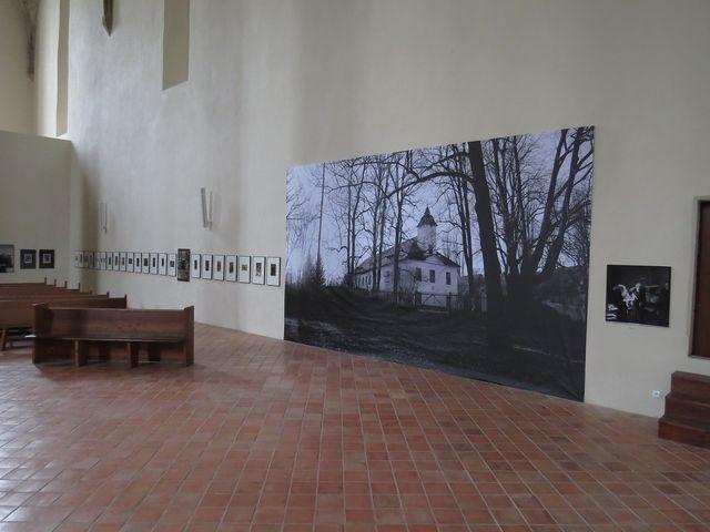"""výstavní prostor v kostele sv. Kříže v Jihlavě - osmimetrová reprodukce """"Petrkov"""""""