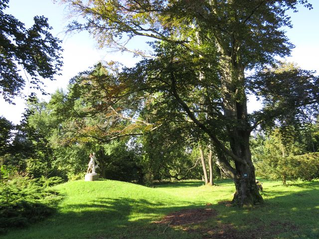 park se sochami u zámku Světlov