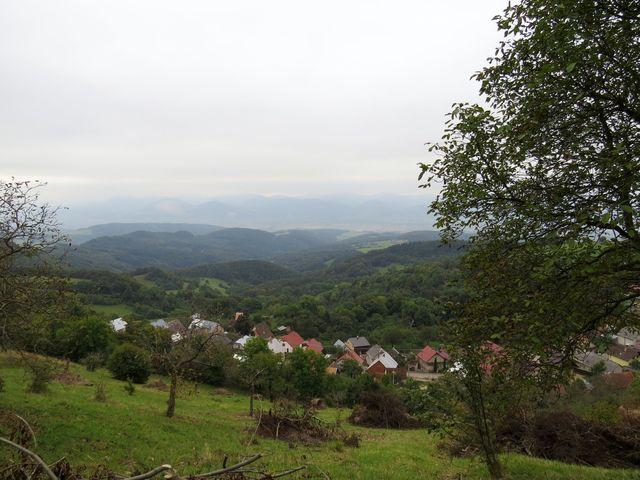 Vršatecké Pohradí - v dálce Strážovské vrchy