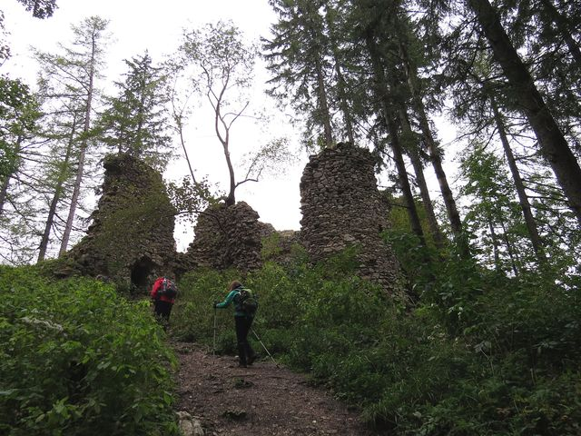 výstup ke zřícenině hradu Vršatec