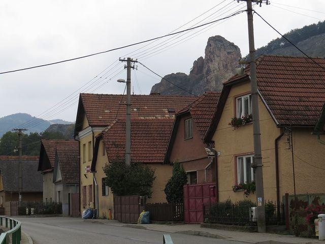 bradlo nad obcí Červený Kámen