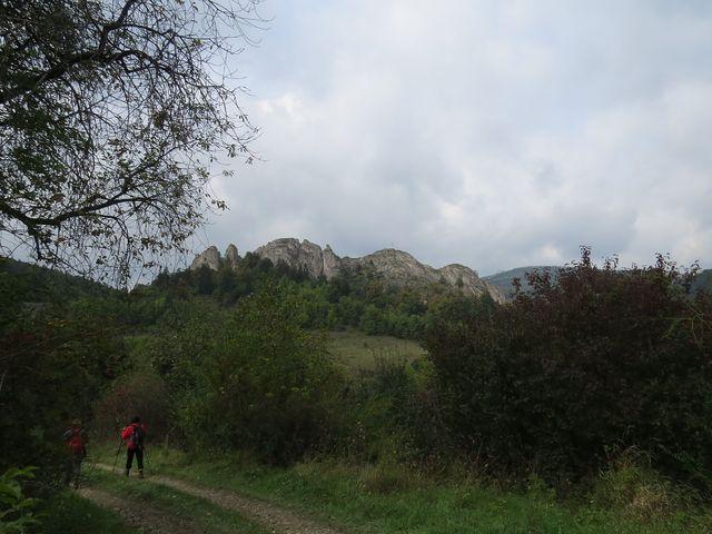 scházíme do obce Lednica
