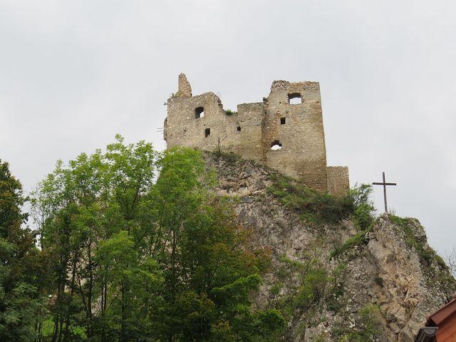 zřícenina Lednického hradu