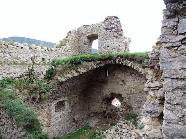 prohlídka zbytků hradu Lednice