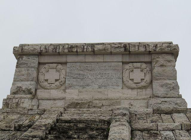 detail náhrobku