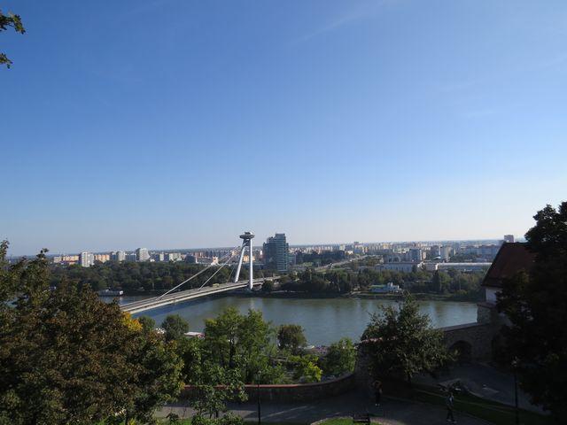 Nový most, za ním Petržalka