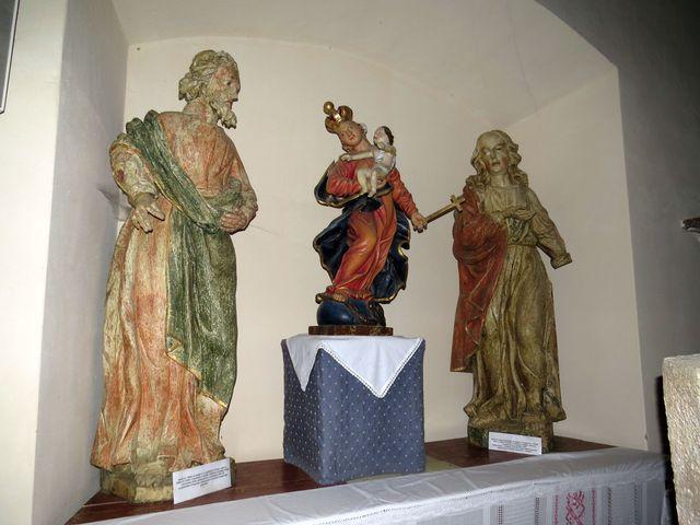 Madona s Ježíškem, po stranách sv. Filip a sv. Jan Evangelista - kostel Nalezení Svatého kříže ve Svatém Kříži u Havlíčkova Brodu