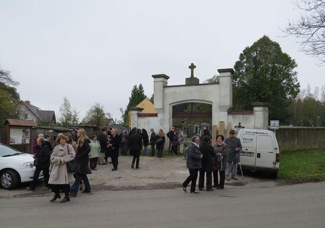 brána hřbitova ve Svatém Kříži