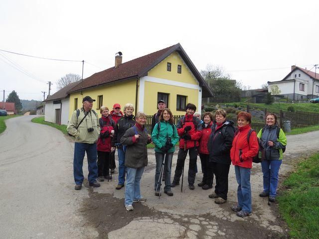 skupinka turistů KČT Čeřínek ve Světlickém Dvoře; www.svatosi.cz