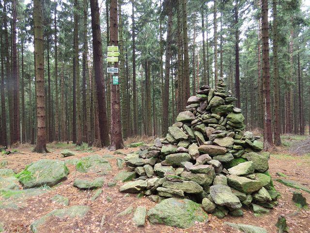 vrchol tajemného Melechova ve výšce 715 m n. m.