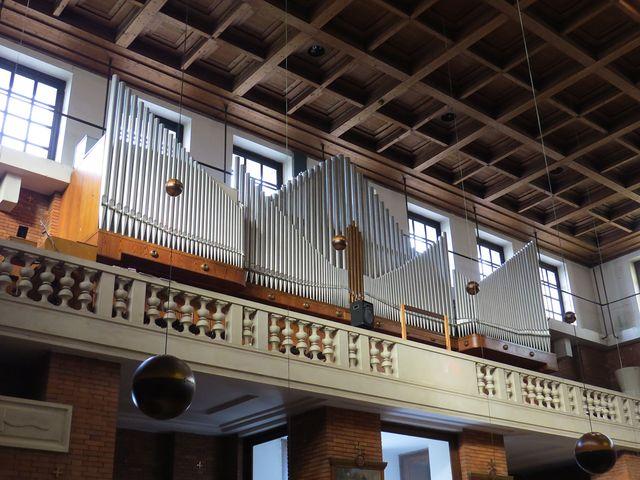 varhany vyrobila kutnohorská firma Mölzer
